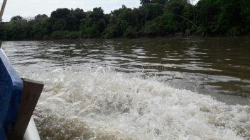Atravezando el Río Chucunaque, uno de los más grandes de Darién