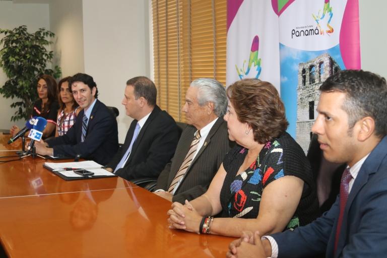 foto de la primera conferencia de prensa del actual Aministrador 081