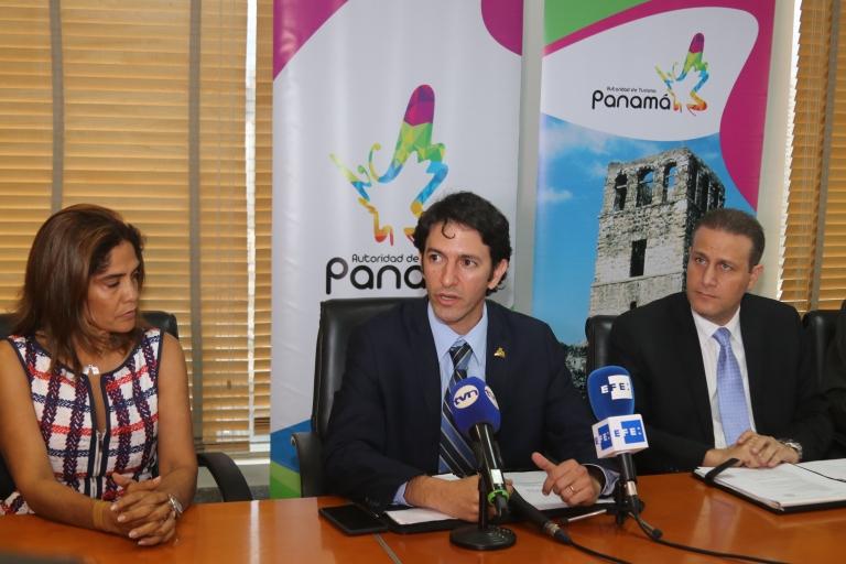 foto de la primera conferencia de prensa del actual Aministrador 106